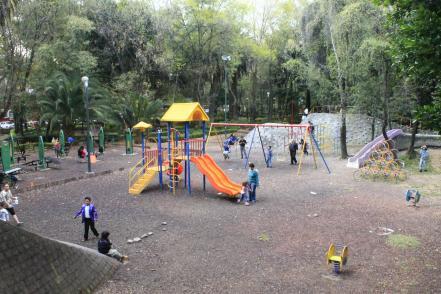 ninos_jugando_en_parque_baja-karla_ibette_diaz.jpg