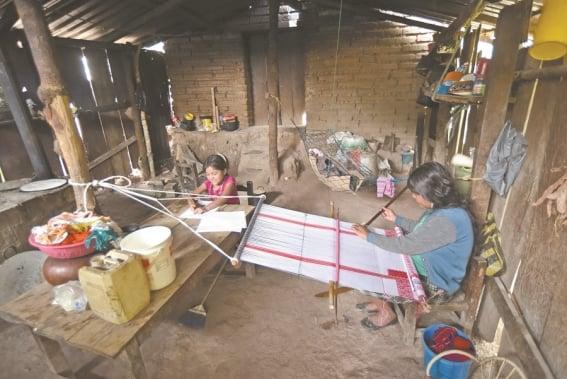 regreso_a_clases_en_comunidades_pobres_117144931.jpg