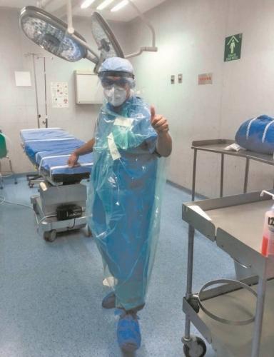 medicos_covid_bolsas_1_0.jpg