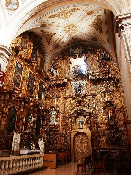 parroquia_san_francisco_de_asis_comonfort_guanajuato_interior_1.jpg