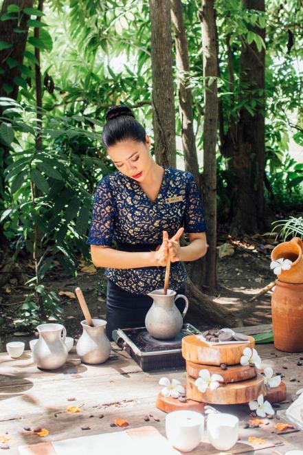 the_land_of_chocolate_mujer.jpg