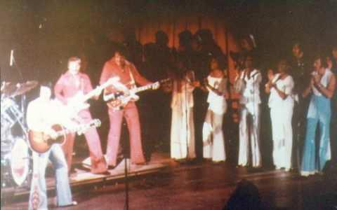 https://i2.wp.com/www.elvisconcerts.com/pictures/s76052803.jpg