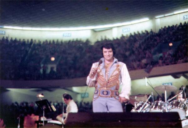 https://i2.wp.com/www.elvisconcerts.com/pictures/s76063004.jpg