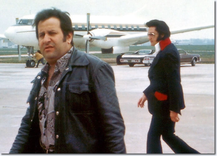 Joe Esposito with Elvis Presley at the Memphis airport : March 18, 1974