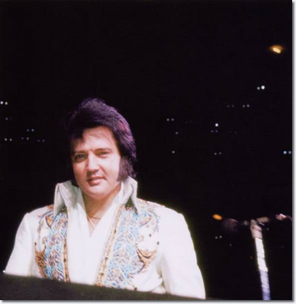 Elvis Presley : Chicago : May 1, 1977 : Fromk the book Encore Performance IV : Back In The Windy City.