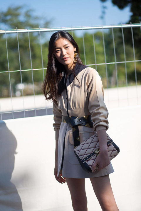 54bc219bbe23f_-_hbz-pfw-ss2015-street-style-day8-01-lg