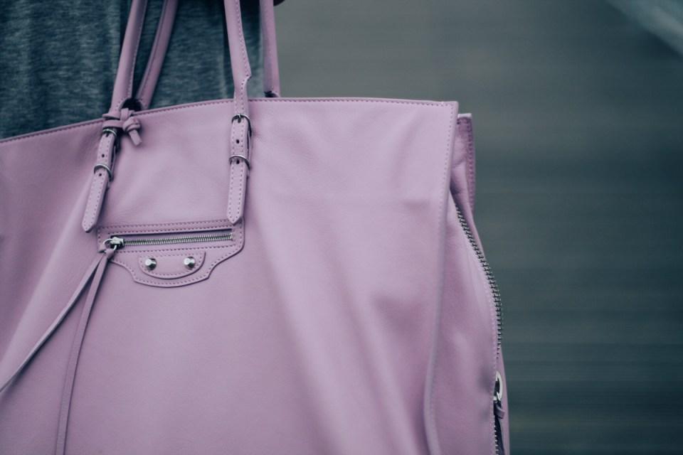 Zoom-balenciaga-bag-fashion-week-paris-elygypset