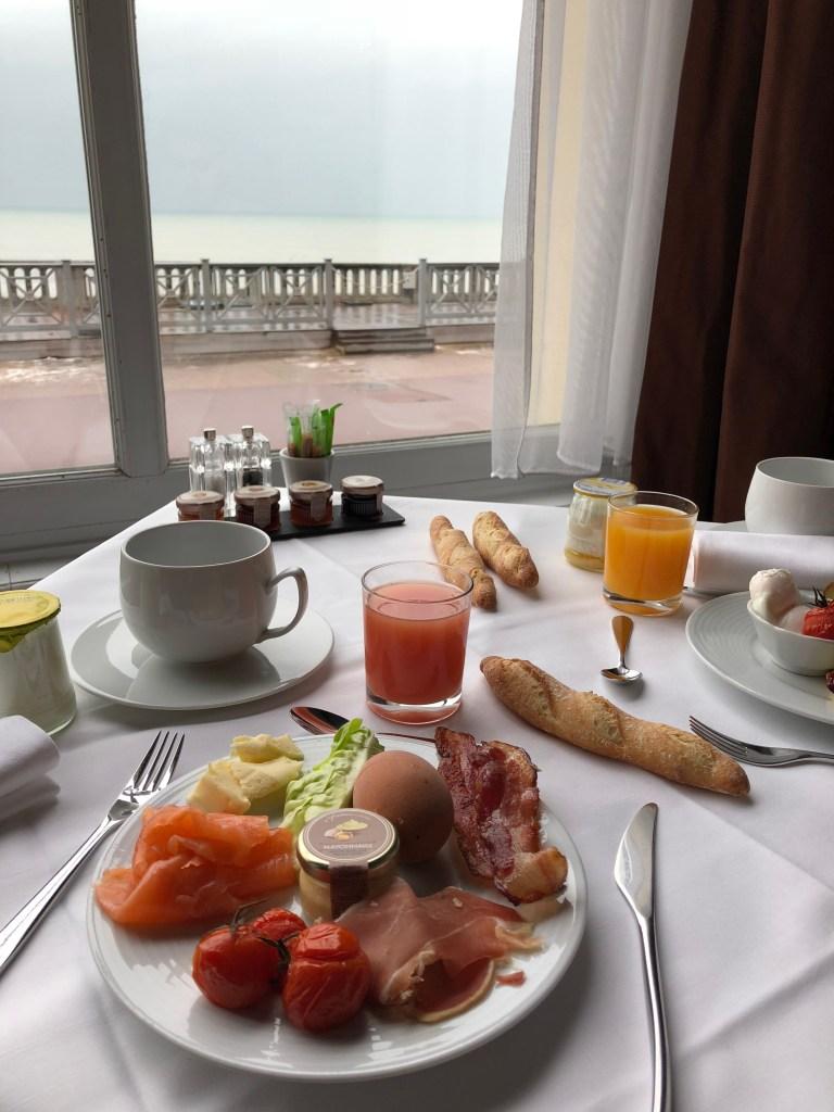 Petit déjeuner au Grand Hotel de Cabourg
