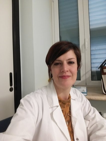 Emanuela Dottoressa Lena – Fisiatra specialista in ozono terapia