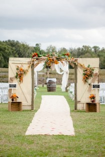 20 Wedding Ceremony Backdrops Perfect For Fall