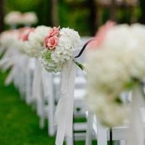 The Aisle Markers Featured White Hydrangeas Pink Roses And Queen