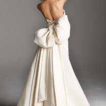 To Bow Or Not To Bow Wedding Dresses That Make A Statement With