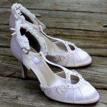 Dress Your Best As A Pregnant Bride Shoes