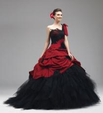 2016 Red Black Wedding Gowns Lace Appliques Gothic Wedding Dresses