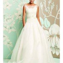 Bateau Neckline Wedding Dresses Photo