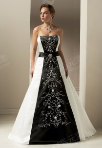 The Elegant Black And White Wedding Dress