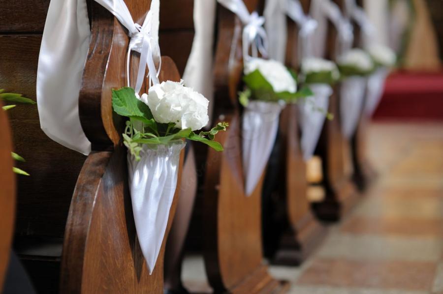 Church Pew Wedding Decoration Ideas