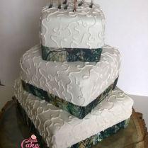 Deer And Camo Wedding Cake – Happy Cake Baker