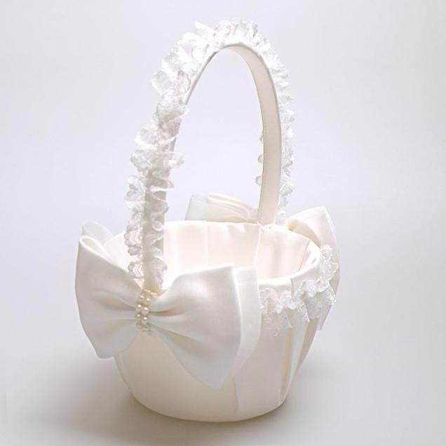 White Lace Edge Flower Baskets With Pearl Bows For Wedding