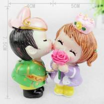 2017 Cute Resin Doll Cake Topper Rose Flower Bride & Groom Couple