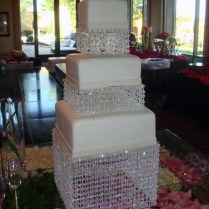 Chandelier Bling Wedding Cake This Simple 3 Tier Square Wedding
