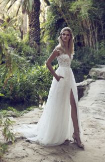 33 Sexy Wedding Dresses With A Slit