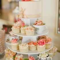 Appealing Decorated Cupcakes For Weddings 39 In Wedding Table