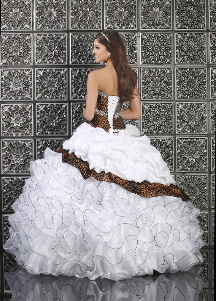 b3eda13c84 Leopard Print Wedding Dress The Dress May Be A Little To Much But