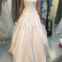 Justin Alexander '8835' Size 16 Used Wedding Dress Front View On