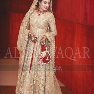 Best 30 White And Gold Indian Wedding Dresses