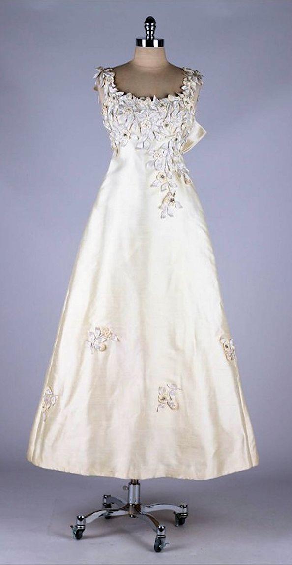 4e2ca9bb4e0 Vintage 1960 s Saks Fifth Avenue Wedding Dress