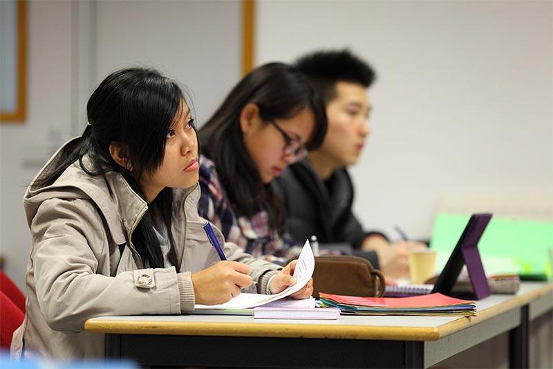 étudiante commerce europe asie