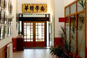 Entrée de l'EMBA, école de commerce Asie Europe