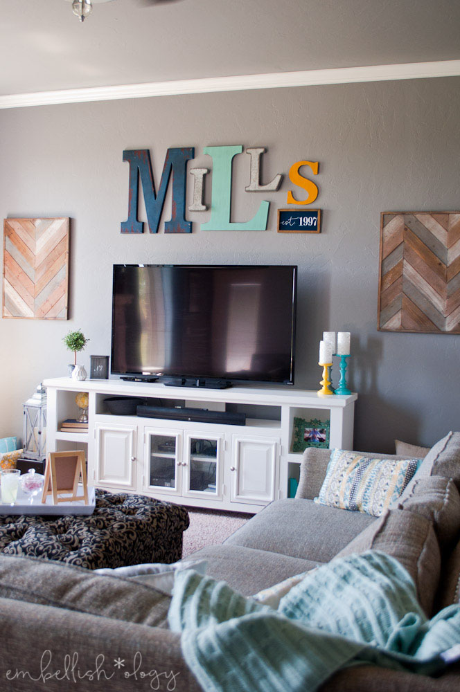 We all want our homes to be magazine worthy but don't forget you actually LIVE in your home! Here are 5 elements to make your living room a family friendly one while still being magazine worthy.