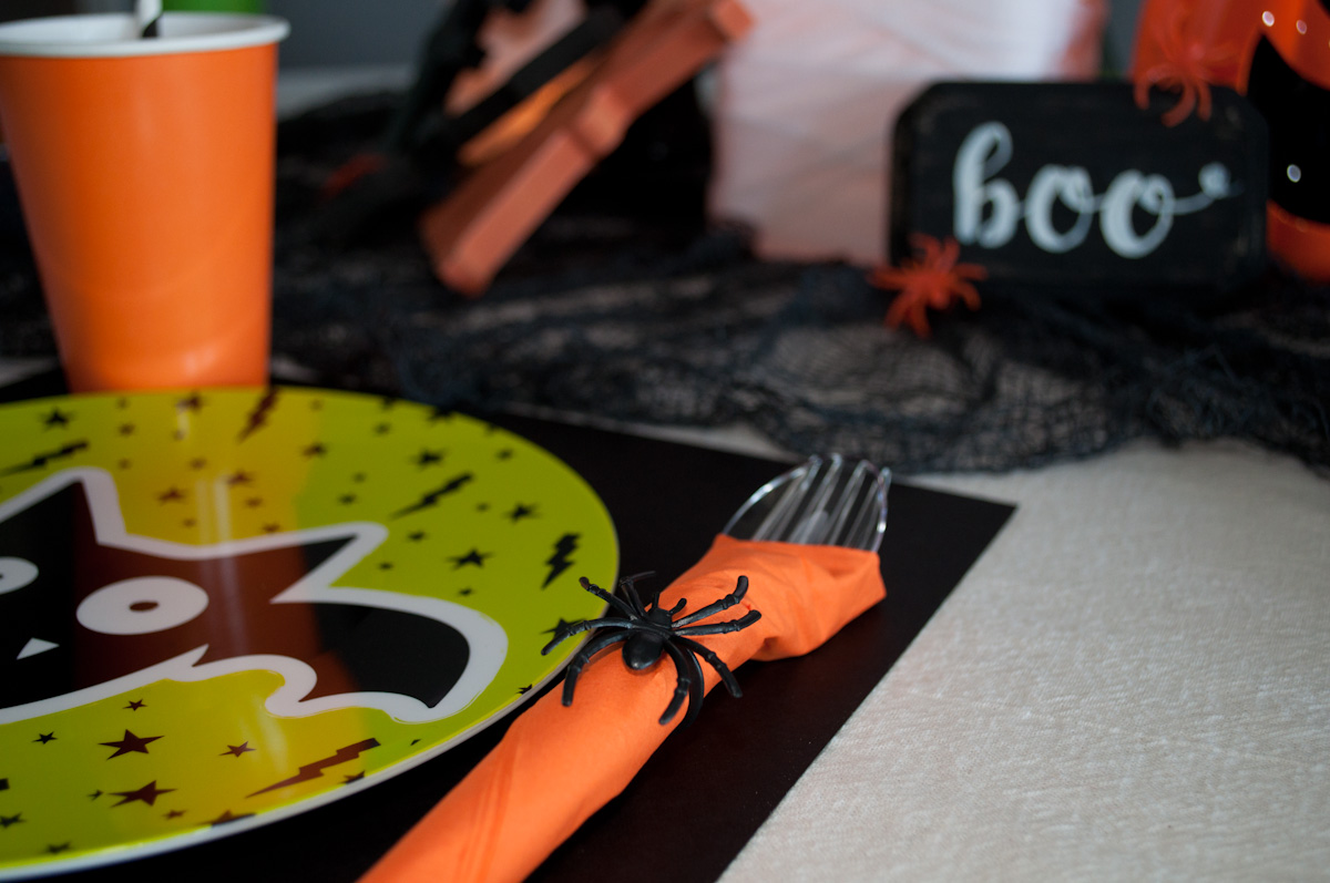 Fun, simple and inexpensive Halloween table decor for kids.