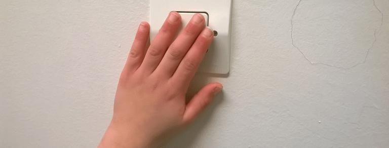 Éteindre la lumière à l'école et à la maison