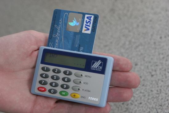 Práca s čítačkou nezačne ihneď po vložení karty, Je potrebný PIN kód.