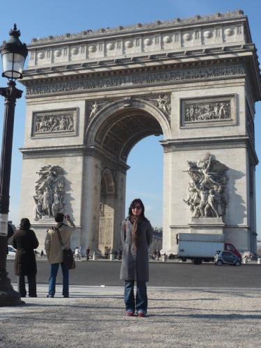 Na konci Champs-Elyssés pri víťaznom oblúku