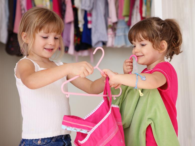 Výsledok vyhľadávania obrázkov pre dopyt kids putting on clothes