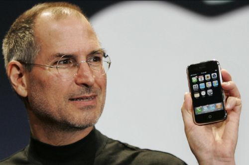 Steve-Jobs-2007-iPhone