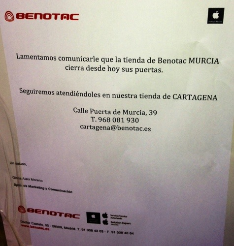 Cartel anunciando el cierre de Benotac Murcia