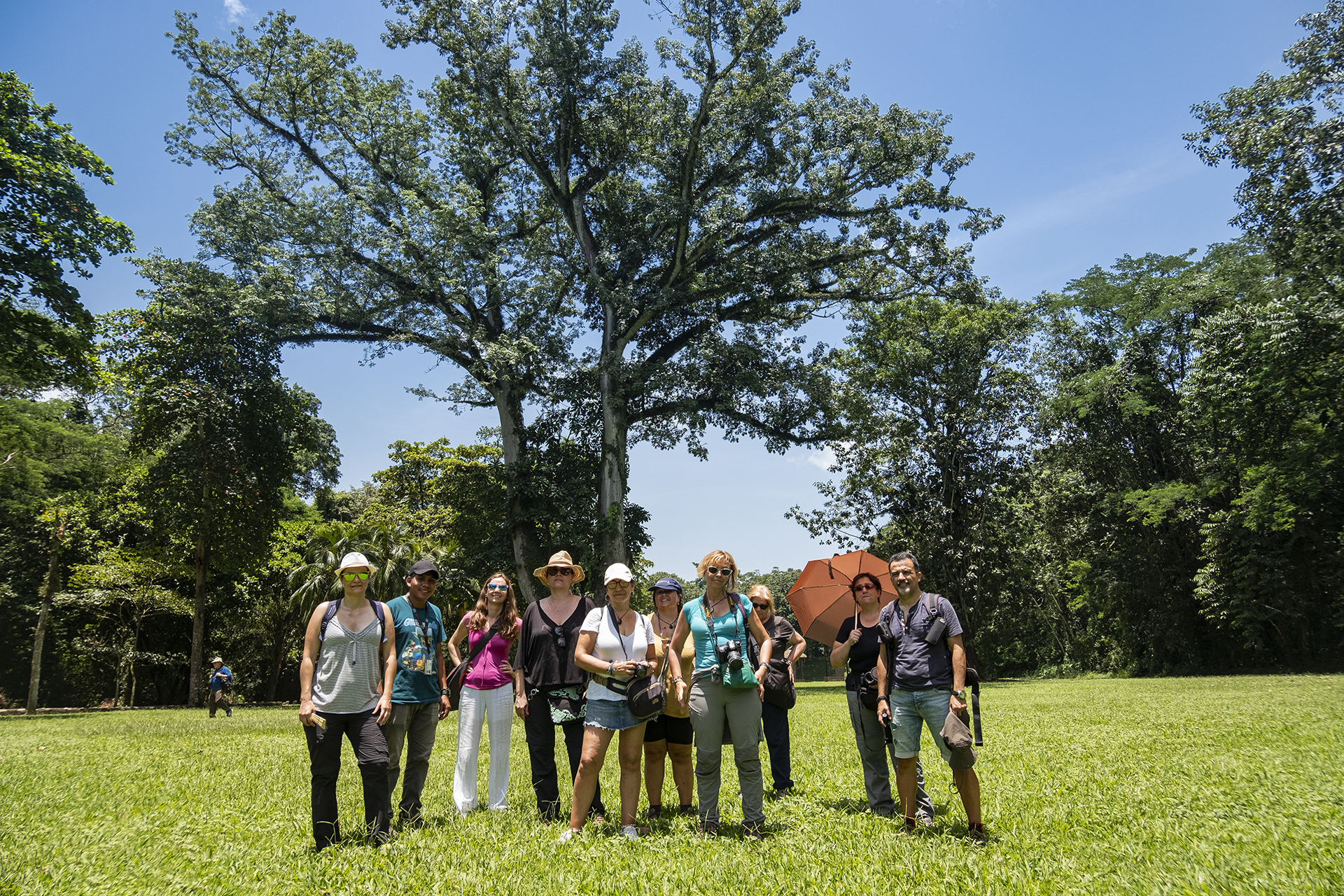 Viajeros del viaje fotográfico a Guatemala posando
