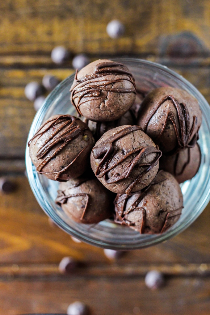 Thanks to fiber-packed beans, these Black Bean Chocolate Protein Balls are a healthy way to indulge your sweet tooth at snack time! Vegan & gluten-free.