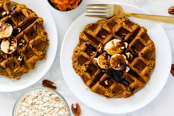 Perfect for weekday breakfasts or weekend brunch, these wholesome Vegan Oatmeal Pumpkin Pancakes will be on repeat this fall & winter! (gluten-free)