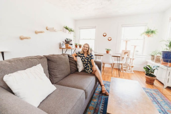 Check Out My Er Friendly Affordable Apartment Makeover From Basic And Beige To