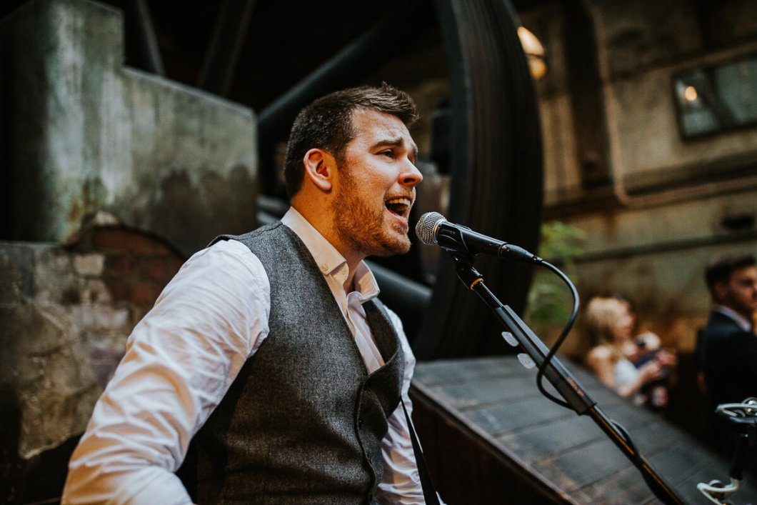 Alex Birtwell acoustic wedding singer