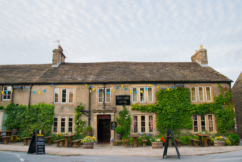 the red lion hotel burnsall wedding