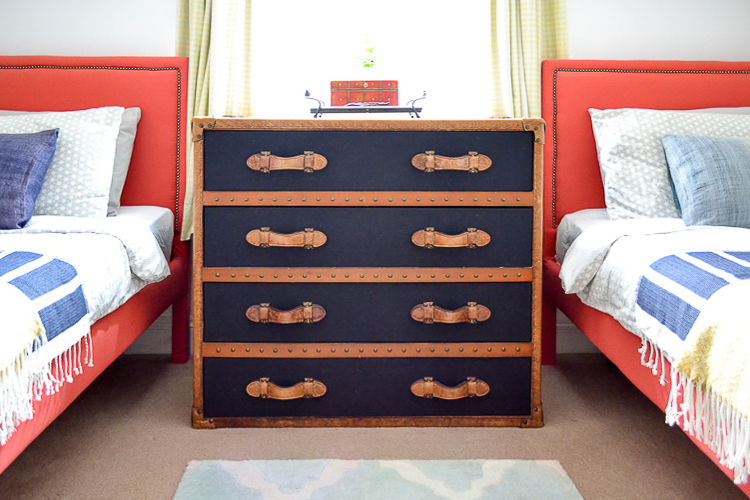 Trunk dresser Feather & Black