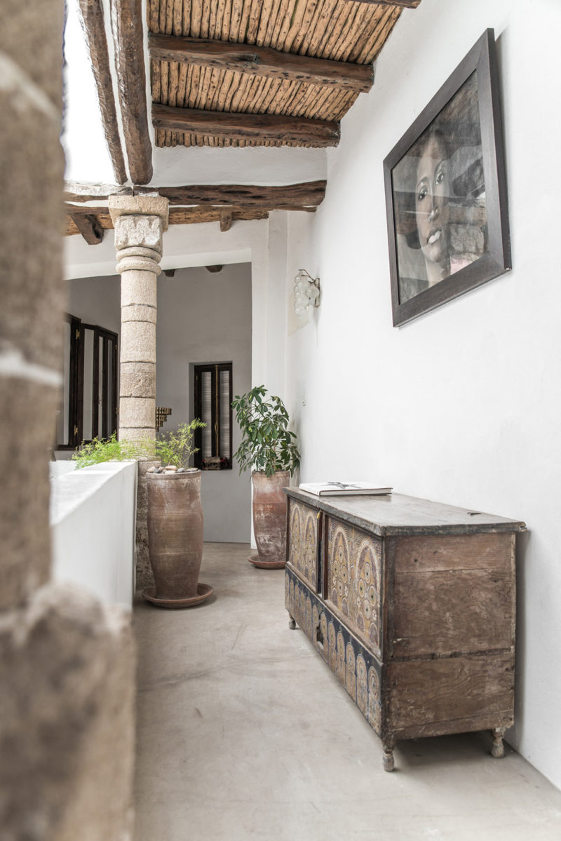 Rustic features and traditional Moroccan furniture at Five Columns Essaouira