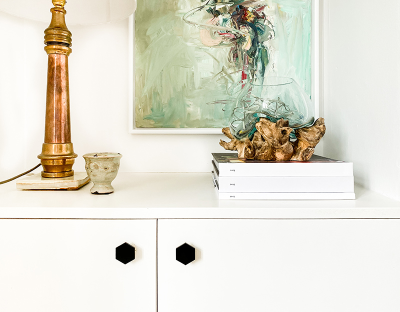 Shelf styling and new black hexagon cupboard knobs